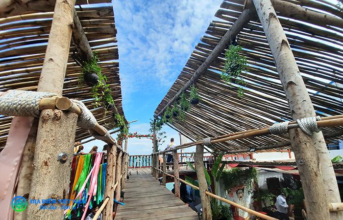 Cầu gỗ săn hoàng hôn - Beach Stop Lounge & Cafe Vũng Tàu
