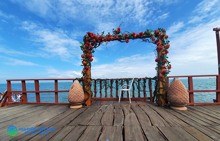 Cổng đón hoàng hôn - Beach Stop Lounge & Cafe Vũng Tàu