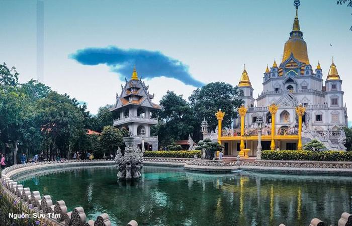Hồ Bán Nguyệt - Chùa Bửu Long - Nguồn: Sưu Tầm